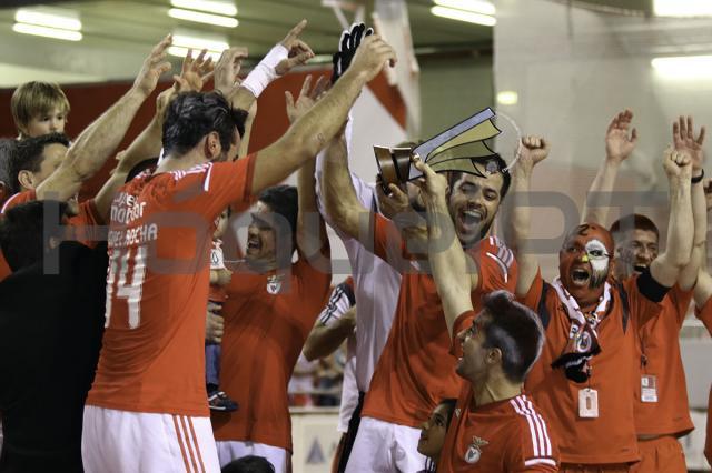 Benfica termina invicto e com goleada