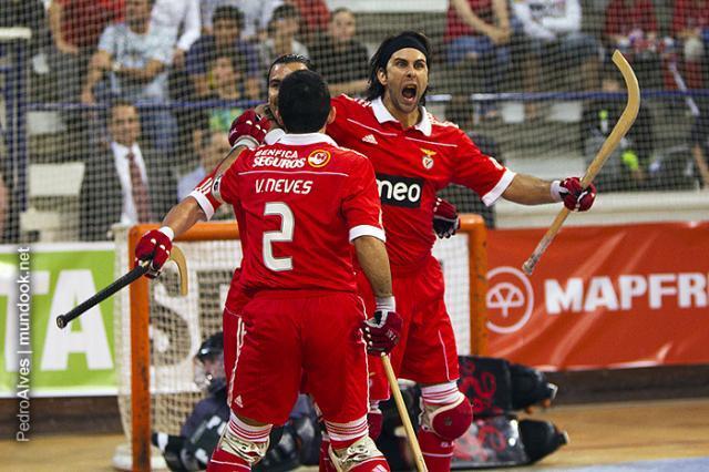Benfica e Porto lideram os seus grupos